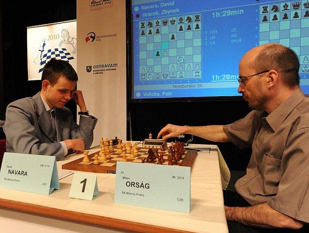 David Navara (vlevo), nejlepší český šachista, si na otevřeném mistrovství republiky vypracoval před soupeři uklidňující náskok.