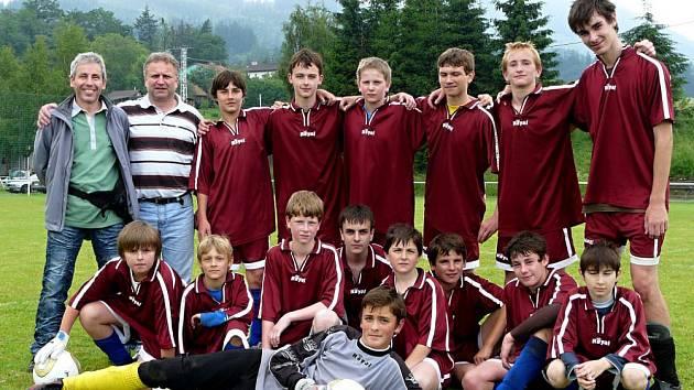 Tým metylovických starších žáků, kteří v loňském roce na Memoriálu Ondřeje Šprly obsadili třetí místo.