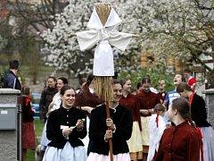 Na lidový zvyk Vynášení Mařeny ani letos nezapomněli v Ostravě-Pustkovci.