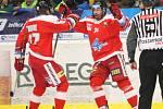 Extraligoví hokejisté PSG Berani Zlín (ve žlutém) v posledním předvánočním zápase v rámci 29. kola doma v derby hostili Olomouc.  Na snímku radost olomouckého Irgla z vedoucí branky.