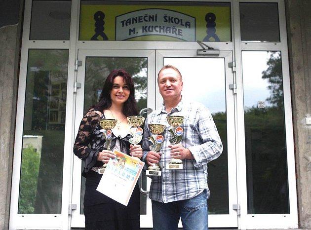 Jana Kuchařová a Miroslav Kuchař po té, co se vrátili z úspěšného světového šampionátu v Latin Show