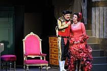 Svatopluk Sem (Figaro, lazebník) a Veronika Holbová (Rosina) na zkoušce nejnovějšího nastudování Rossiniho opery Lazebník sevillský!!!