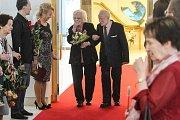 Manželský slib po 75 letech - manželé František a Jarmila Galasovi v Ostravě oslavili nebeskou svatbu.