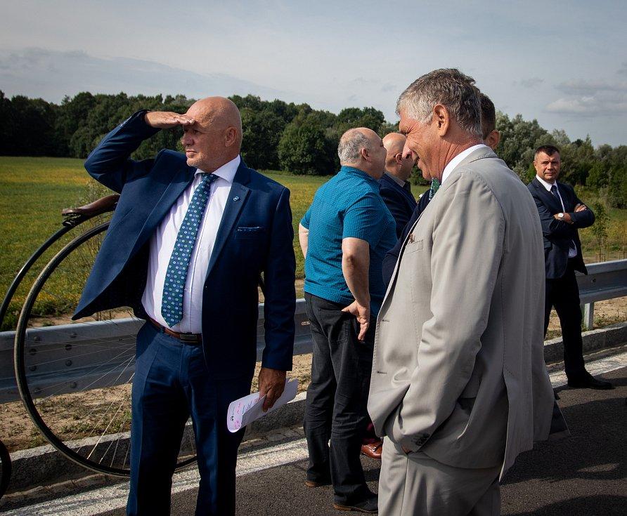 Slavnostní otevření prodloužené Mostní, 22. srpna 2019 v Ostravě-Hrabové. Na snímku (vpravo) hejtman Moravskoslezského kraje Ivo Vondrák.