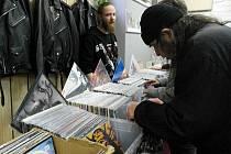 Prostor pro první novodobou burzu poskytl Aleš Bajger, provozující prodejnu hudebnin Bayger v areálu Mlejn v Přívoze.