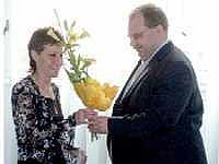 D. Bittnerové předal kytici porubský starosta M. Novák