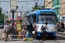 První den výluky v centru Ostravy jsme se podívali, jak funguje systém náhradní hromadné dopravy