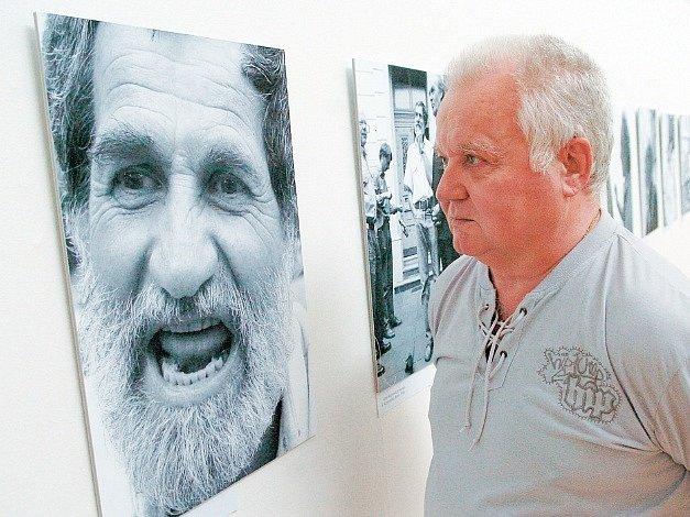 Osobnosti na fofografiích. Z výstavy Wolfganga Trägera v ostravském Domě umění.
