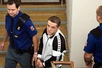 Róbert Kimlička měl podle obžaloby brutálně zbít svou přítelkyni, která na následky zranění zemřela.