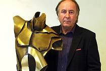 New York - Ostrava a zpět je název výstavy soch Alexe Květoně a Petra Stanického, která byla zahájena v ostravské Galerii Beseda. Na snímku Alex Květoň.