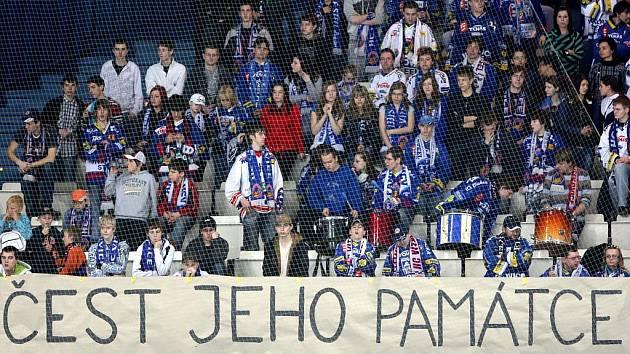 HC Vítkovice Steel - HC Sparta Praha. Fanoušci uctili památku zemřelého hokejového nadšence