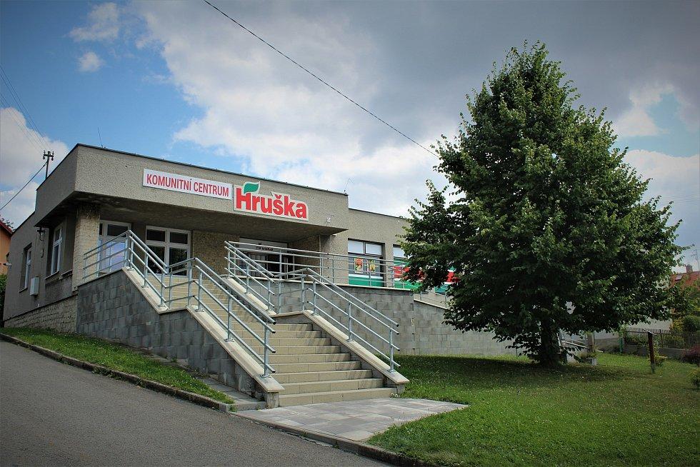 Komunitní centrum a prodejna Hruška.