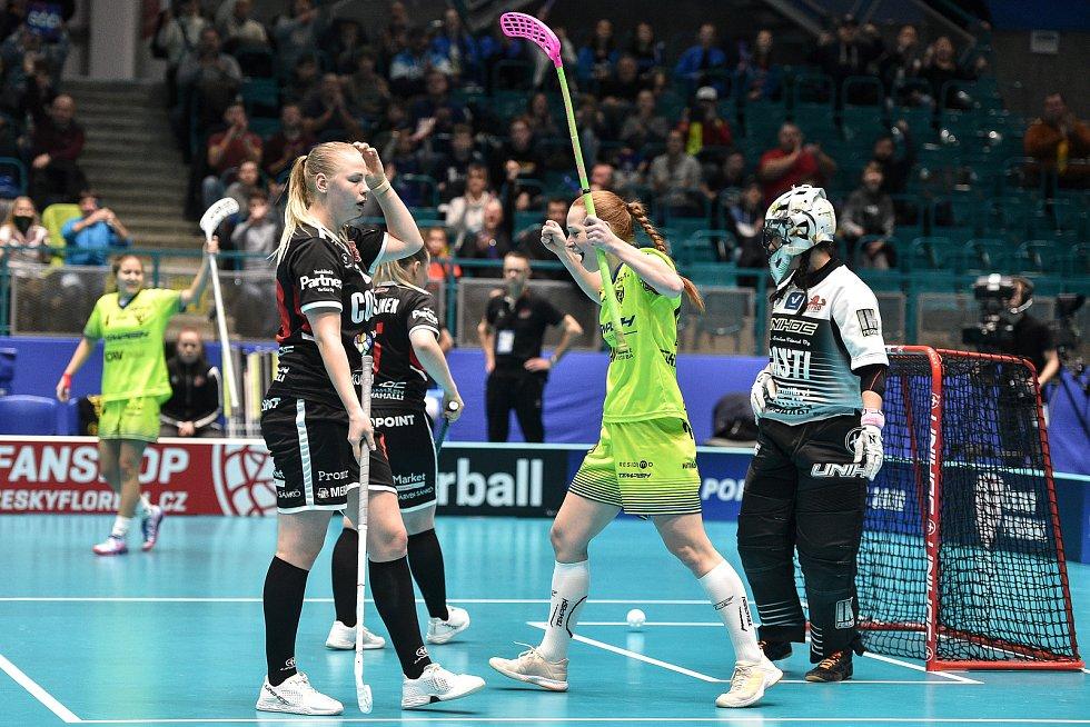 Pohár mistrů ve florbalu, o 3. místo (ženy): 1. SC Vítkovice - SB-Pro Nurmijarvi, 12. ledna 2020 v Ostravě. Na snímku radost (střed) Denisa Ferenčíková.