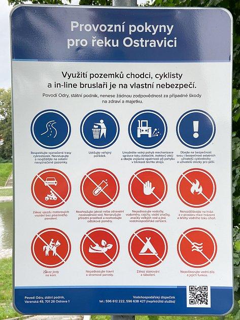Informační cedule na břehu Ostravice, 3.července 2020vOstravě.