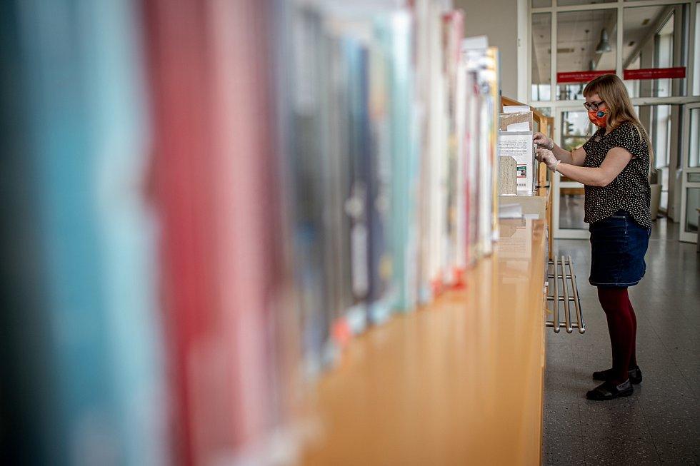 Karanténní opatření k zamezení šíření koronaviru (COVID-19) v knihovně města Ostravy, 7. května 2020.