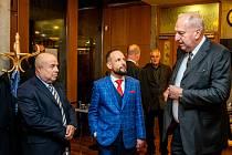 Setkání ostravských primátorů, kteří stáli v čele města po roce 1990, 7. listopadu 2019 v Ostravě. Zleva Aleš Zedník, Tomáš Macura a Evžen Tošenovský.
