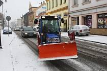 Komunikace v Ostravě jsou i po prvních novoročních přídělech sněhu udržovány sjízdné.