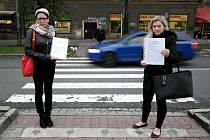 Přechod smrti u vozovny v Opavské ulici v Porubě, který chtějí autorky petice a další stovky lidí zabezpečit proti nehodám.