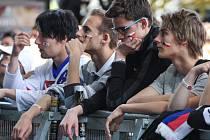 Fanoušci v Dolní oblasti Vítkovice při sledování utkání české hokejové reprezentace proti Kanadě.