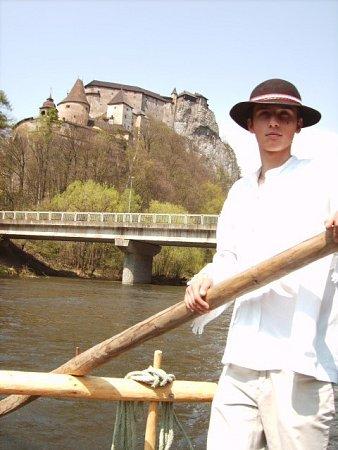 Ve slovenském Žilinském kraji mají na přilákání turistů iplťe – tedy vory, se kterými je vozí po řece. Výhled mají například na Oravský hrad.