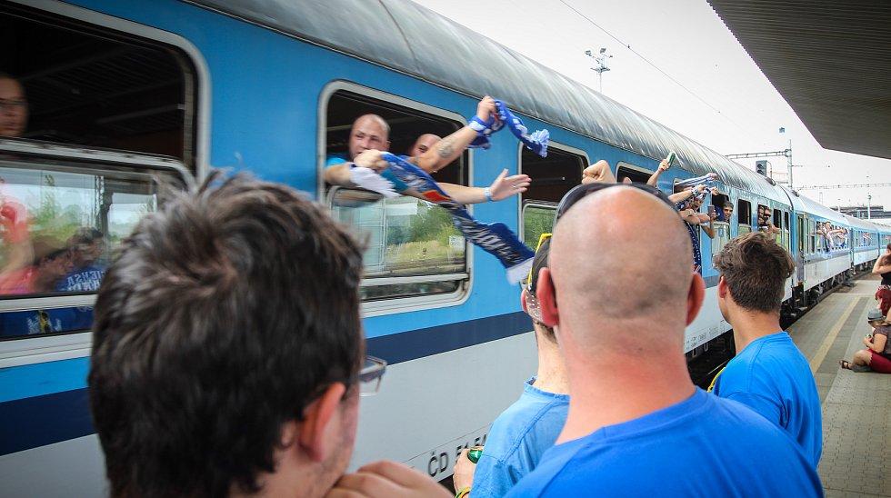 Odjezd fanoušků Baníku z nádraží Ostrava-Svinov, pondělí 20. srpna 2018.