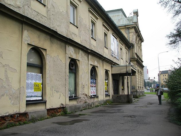 Bývalá pivnice Čech, která už několik let chátrá, nedělá centru Frýdku-Místku dobrou reklamu.