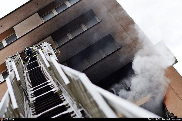 U dalšího požáru výškového domu zasahovali ostravští hasiči. V úterý vyjížděli k věžáku v Jugoslávské ulici v Ostravě-Zábřehu, kde hořelo v bytě v osmém patře.