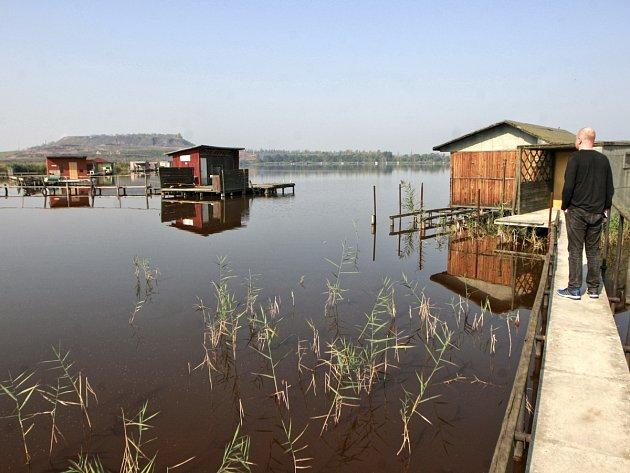 Heřmanický rybník slouží od roku 1972 jako obrovská záchytná nádrž, do které jsou nepřetržitě čerpány slané důlní vody.