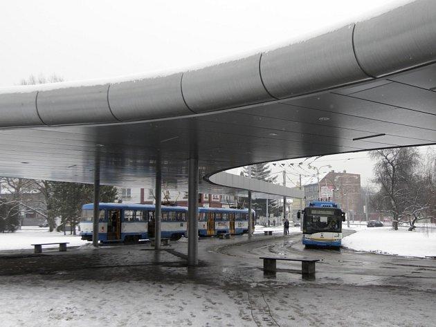Prostranství před ostravským Hlavním nádražím.