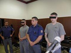 Dva z obžalovaných jsou nyní ve vězení za jinou trestnou činnost.
