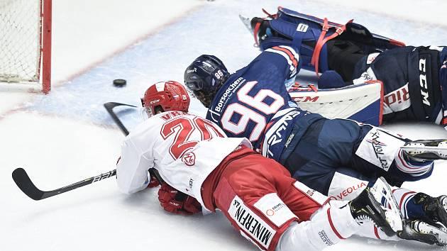 Čtvrtfinále play off hokejové extraligy - 1. zápas: HC Oceláři Třinec - HC Vítkovice Ridera, 20. března 2019 v Třinci. Na snímku (zleva) brankář Vítkovic Patrik Bartošák, Petr Vrána a Jaroslav Mrázek.
