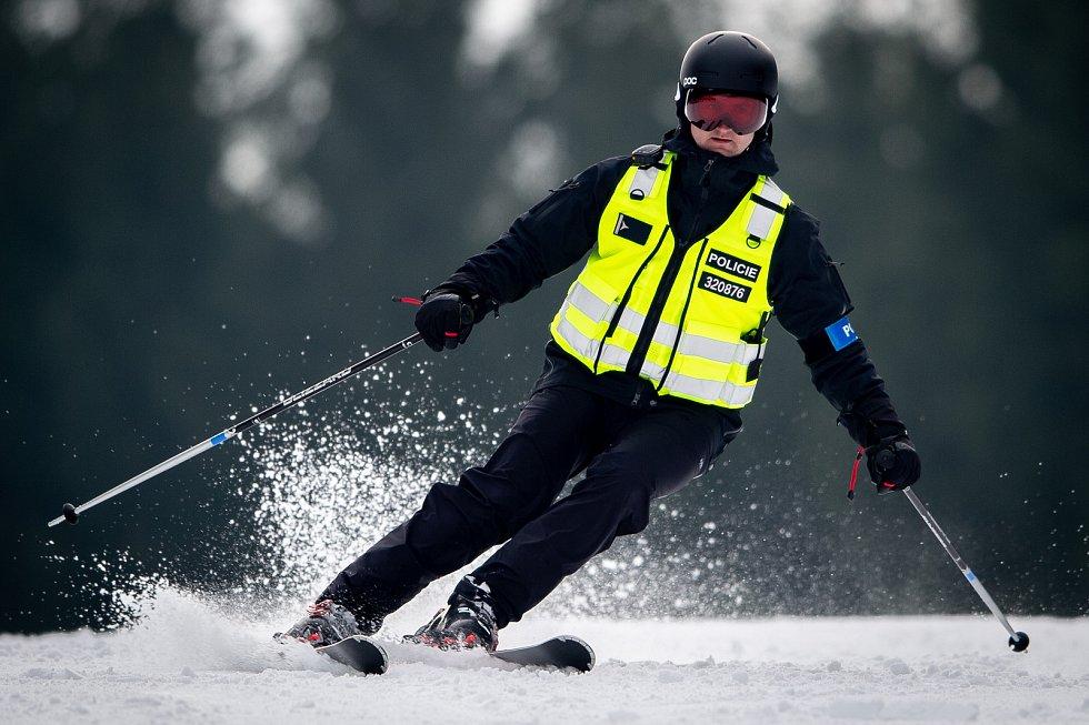 SKI brífink k policejním lyžařským hlídkám, 16. prosince 2019 na Starých Hamrech.