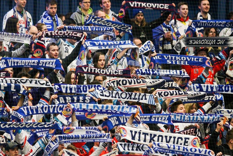 Čtvrtfinále play off hokejové extraligy - 3. zápas: HC Vítkovice Ridera - HC Oceláři Třinec, 24. března 2019 v Ostravě. Na snímku fanoušci Vítkovic.