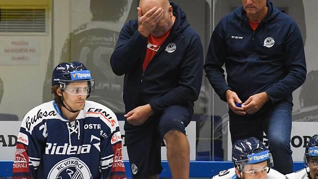 Na start do nové extraligové sezony si budou muset ještě počkat. Hokejisté Vítkovic nevstoupí do nejvyšší soutěže v plánovaném termínu. Důvod? U části hráčů ostravského mužstva se objevily zvýšené teploty a příznaky onemocnění.