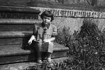 Sbormistryně souboru Permoník z Karviné Eva Šeinerová na snímku z dětství.