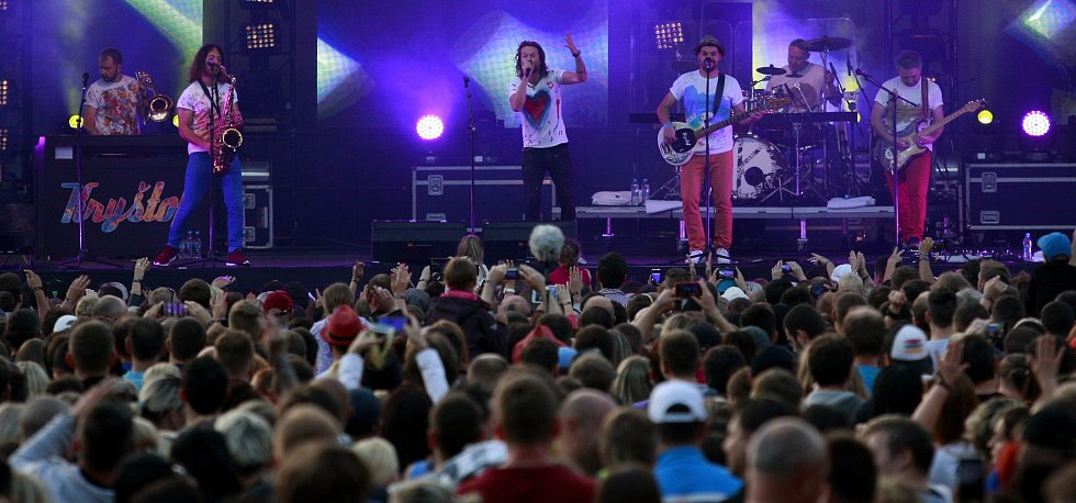 Vrcholem celého třídenního maratonu bylo vystoupení populární kapely Kryštof v čele s Richardem Krajčem.