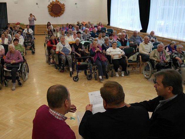 Křížovkářská liga cílila hlavně na dříve narozené, zapojilo se do ní také obyvatelé 38 domovů pro seniory v regionu.