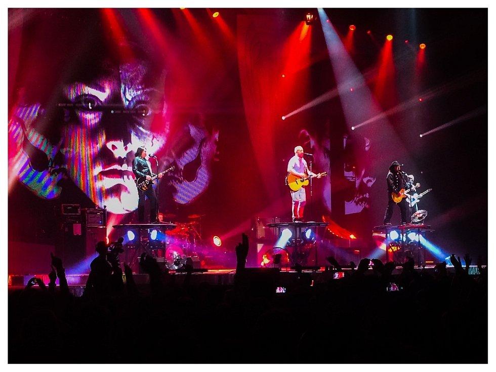 Legendární kapela Lucie v rámci svého velkého comebackového turné v ostravské ČEZ Aréně.