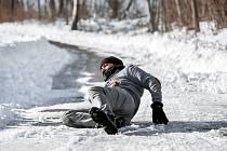 Nebezpečné pády na ledu. Ilustrační foto