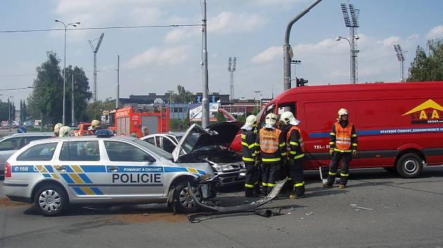 Nehoda tří vozidel, která se v úterý odpoledne stala na frekventované křižovatce ulic Rudné a Závodní v Ostravě