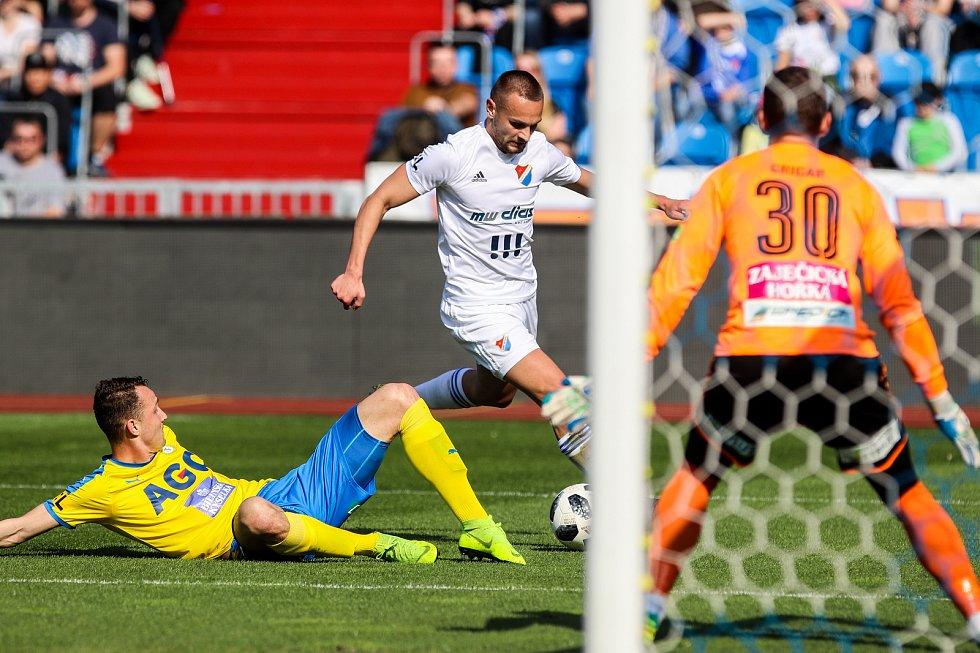 Utkání 27. kola první fotbalové ligy: FC Baník Ostrava - FK Teplice, 7. dubna 2019 v Ostravě. Na snímku Michal Jeřábek, Denis Granečný, Tomáš Grigar.