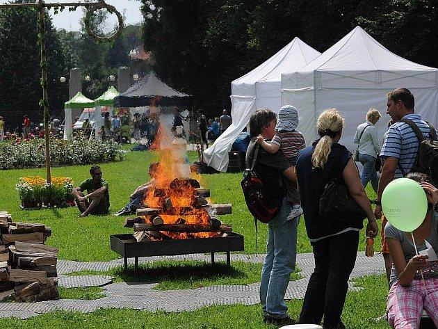 Festival pod širým nebem Midsummer, který se uskutečnil v sobotu v Komenského sadech.