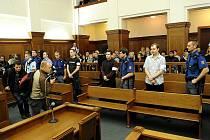Soud vítkovským žhářům v říjnu loňského roku uložil výjimečné tresty.