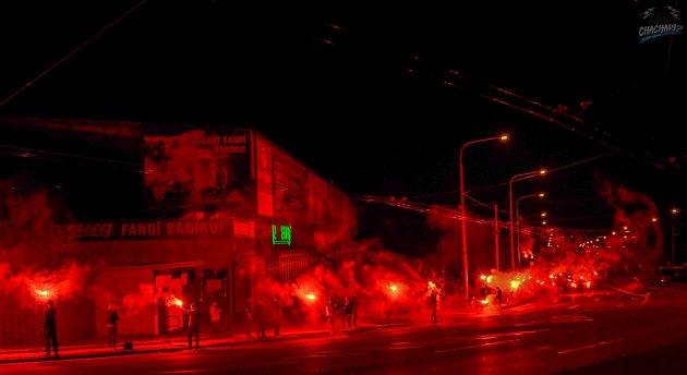 Fanoušci Baníku se vpátek večer na Kamenci sešli, aby oslavili 95.výročí svého klubu.