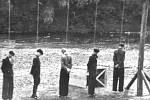 Památník poblíž vlakového nádraží v Lískovci připomíná popravu pěti nevinných mužů.