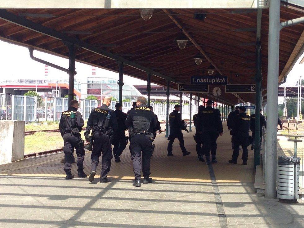 Odjezd fanoušků Baníku z Ostravy se neobešel bez dohledu policistů.