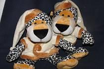 Nejmenší dětem policisté věnuji plyšovou hračku – leoparda v pyžamu – která jim má pomoci v navázání prvního kontaktu.