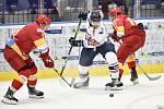 Přípravný hokejový zápas: HC Vítkovice Ridera - HK Dukla Trenčín, 27. srpna 2019 v Ostravě. Na snímku (střed) Šimon Stránský.