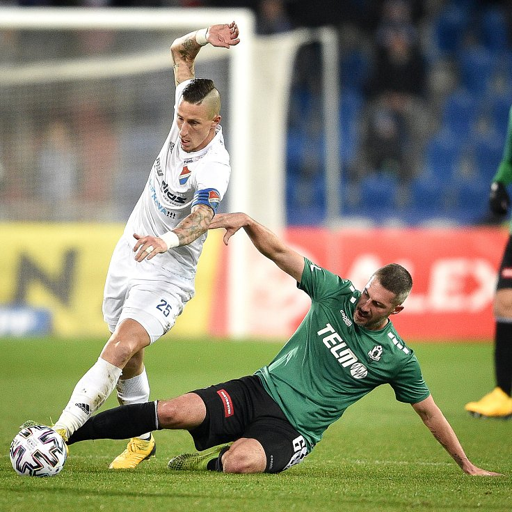 Utkání 22. kola první fotbalové ligy: Baník Ostrava - FK Jablonec, 24. února 2020 v Ostravě. Zleva Martin Fillo z Ostravy a Tomáš Pilík z Jablonce.