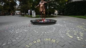 Socha Věry Špinarové den po odhalení